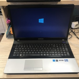 LAPTOP SAMSUNG MATRYCA 17,3 LED -INTEL CORE I5 - 2,4 GHZ-4GB-DYSK 750GB-GEFORCE GT5 520MX
